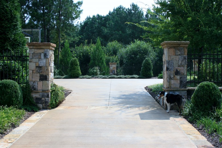 Driveway with Stone Columns, Garden Architects, Inc.